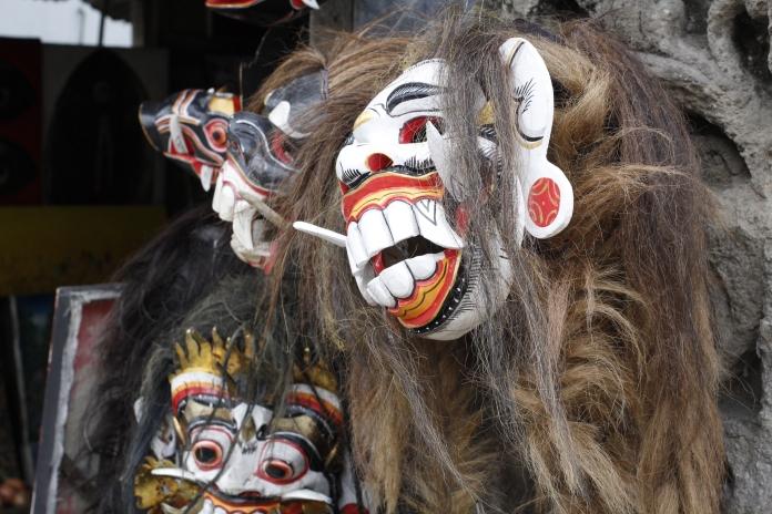 Traditional tribal masks | © Olivia Round Photography 2015