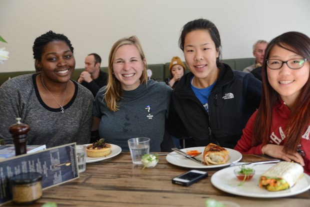 Girls from Wellington enjoying their brunch // Another thing I love about Vudu is how they attract customers from all over. All the locals we know say it's their favourite and have dined there for years – and all the tourists cotton on to it too!